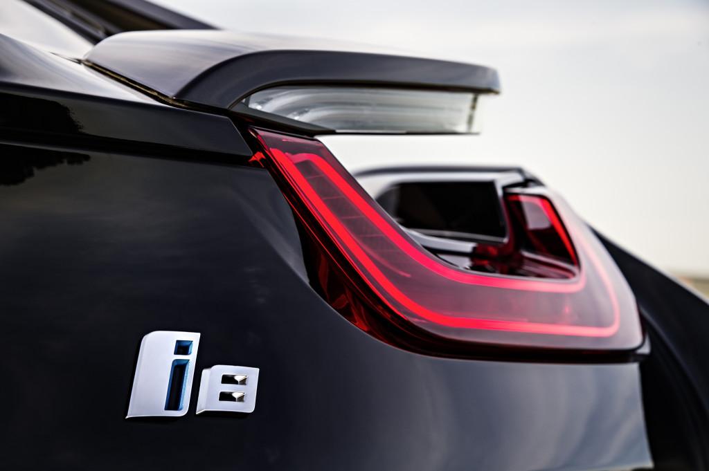BMW i8 closeup of taillight gap