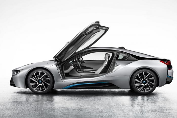 BMW-i8-production-version-with-doors-up